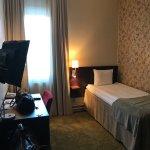 Utsikt från rummet. Hotellbyggnaden Vanadis. Rummet.