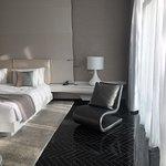 تجربه رائعه في الاقامة بهذا الفندق المميز والخدمات المقدمة فيه بصراحه واحد من افخم الفنادق وخاصة