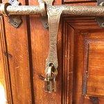 Porte de la suite qui ferme avec un cadenas !