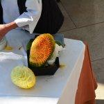 Art local : sculpture fruits-légumes avant de s'y trouver dans votre assiette...