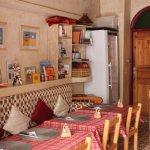 restaurant avec une cuisine ouverte