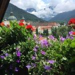 und die schönen Blumen auf den Balkonen