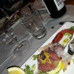 Cena strepitosa, ottimo il pesce ed il servizio cordiale, simpatico ed impeccabile!