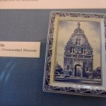 Delft plate with the museum on it