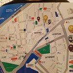 Plano de la ciudad. Señalado el hotel en círculo amarillo.