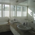 Bathroom Harbour-View Suite