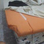 Foto do suposto colchão no qual dormimos