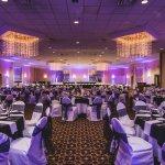 Photo de Stonehill Hotel & Suites Cleveland- Eastlake
