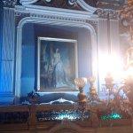 Во дворце Зинаиды Юсуповой ,над парадной лестницей весит портрет княгини работы мастеров 19 века