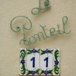 Le Ponteil = le petit pont. C'est le nom aussi de tout un quartier d'Antibes.