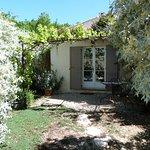 Terrasse-jardinet de la chambre Garance