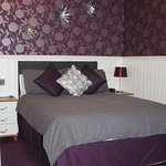 Room 6 Double/ Twin en-suite with double and single beds