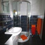 bathroom 1 en-suite shower