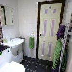 bathroom 2 en-suite shower