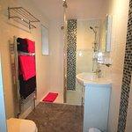 bathroom 6 en-suite shower
