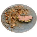 Foie gras confit au café, noisettes torréfiées
