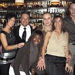Devant le célèbre bar de monsieur Paul !