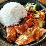 Lachs auf Gemüse mit japanischem Curry