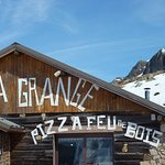 La Grange pizza place in th mountains