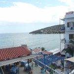 отель расположен прямо на побережье
