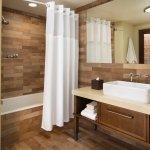 Premier King or Two Queens bathroom tub option