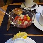 Ensalada de fruta fermentada picante incomestible