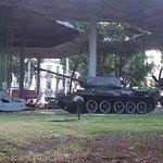 Tanque T-34 utilizado contra la invasión de Bahía Cochinos y la rampa coheteril que derribó un a
