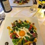 La faisselle de printemps, petits légumes et son jaune d'œuf confis. Un régal