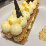 Millefeuille à la mangue et vanille, sorbet passion