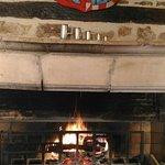 Une andouillette qui cuit à la cheminée