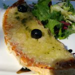 bruschetta provençale qui se résume à une tartine de pain recouvert de gruyère et d'huile