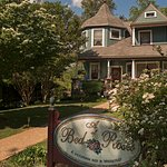 Photo de A Bed of Roses Bed & Breakfast