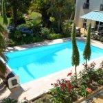Vue de nos chambres côté jardin et piscine