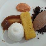 Tarta de almendra, helado de chocolate, bergamota, castañas y membrillo