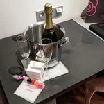 Free champagne for 2 on arrival (sadly, I was alone, lol)