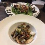Ensalada de pulpo y salteado de sepia y champiñones