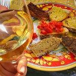 Degustazione del Grechetto cantina Tili con selezione di bruschette