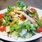 Salade aux crousitillants de chevre chaud