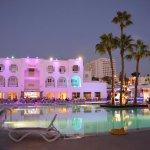 Hotel avec vue piscine la nuit