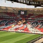 Wahnsinnsspiel zw. VfB Stuttgart und der SG Dynamo Dresden. Ausverkauftes Stadion.