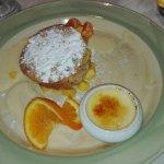 Feuilleté à la mangue et crème brûlée.