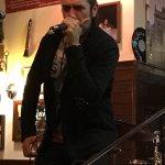 Locale di live music arrivò su Roma da 30anni. Eventi, staff gradevole e cibo ottimo. Un fonico