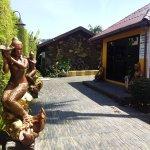 Photo de Kamala Tropical Garden Hotel