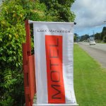 Look for the flag on the road to Lake Matheson