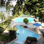 Foto de Travellers Beach Hotel & Club