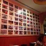 A parede com fotos