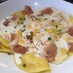 Agoloni aux 4 fromages, sauce parmesan et San Daniele tranché par nos soins...