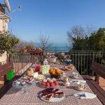 Colazione in terrazza panoramica con vista mare