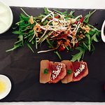 Moriawasé de thon rouge Cajun et espadon fumé, mousse wasabi perles d'agrumes,