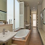 Southern Right suite, Bathroom